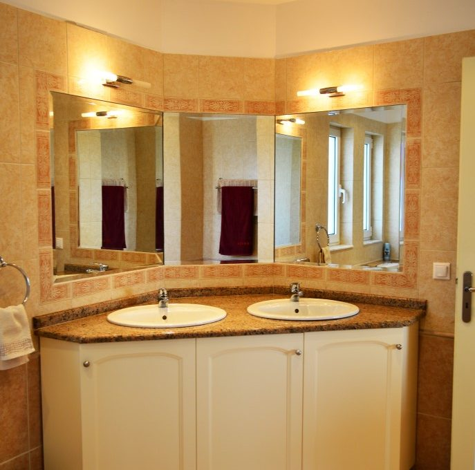House-for-sale-in-Chania-Crete-bathroom-detail-77d21036
