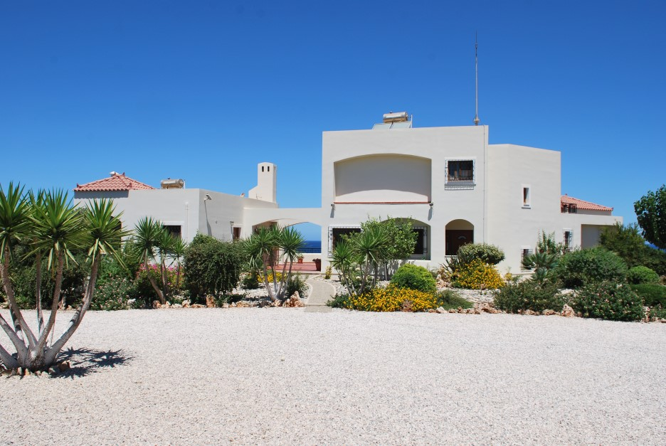 Large-luxury-villa-for-sale-in-Akrotiri-Chania-Crete-external-photo-0941750b