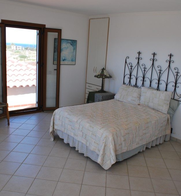 Luxury-house-for-sale-in-Akrotiri-Chania-Crete-bedroom-detail-90dc2411