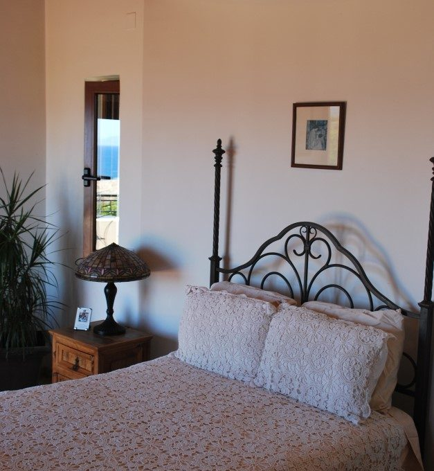 Luxury-villa-for-sale-in-Chania-Crete-double-bedroom-db36909b