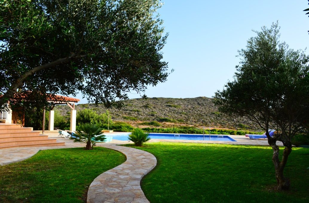 Luxury-villa-for-sale-in-Crete-with-fully-landscaped-gardens-9a78fc13