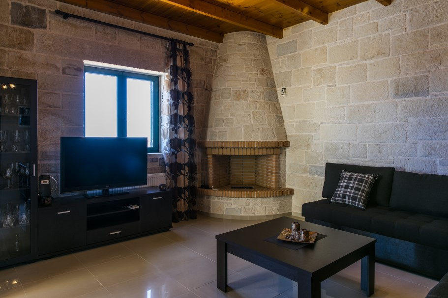 Stone-house-for-sale-in-Stavros-Akrotiri-Chania-Crete-with-fireplace-ed0f2d43